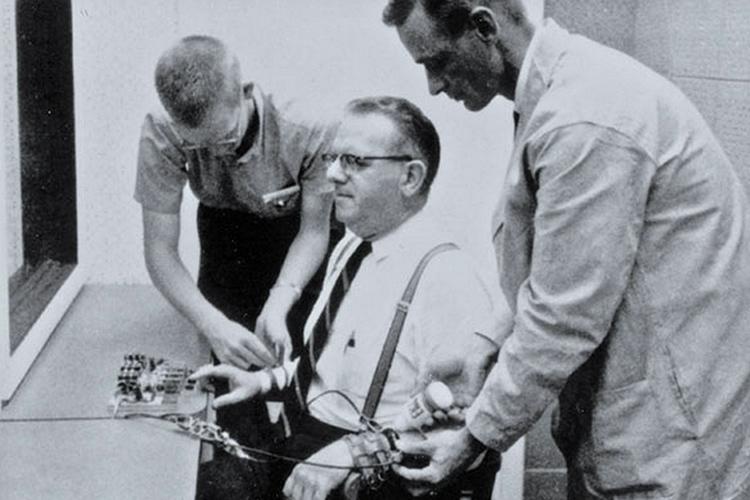 Эксперимент Стэнли Милграма «Подчинение авторитету» (4)